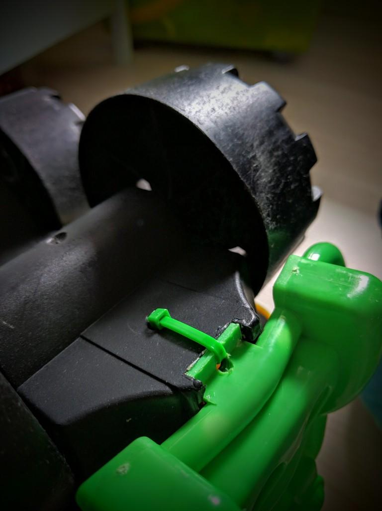how-to-repair-plastic-toys-004, Repair toys, Repair plastic toys, Cable tie, Super glue