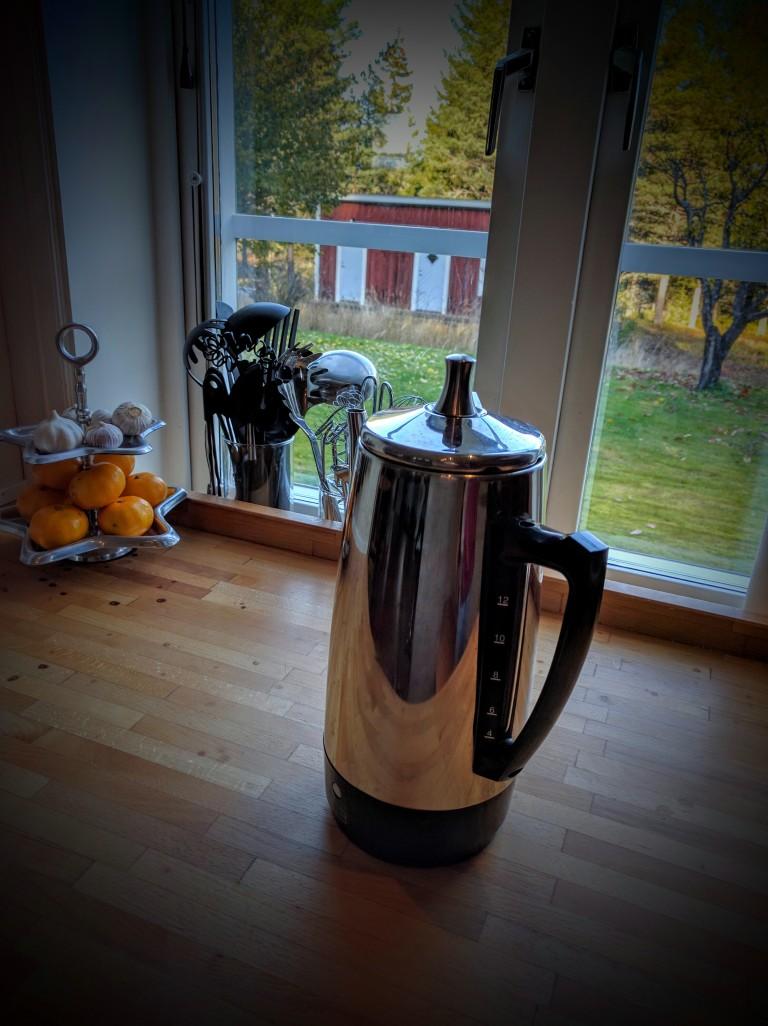 Percolator coffee maker machine
