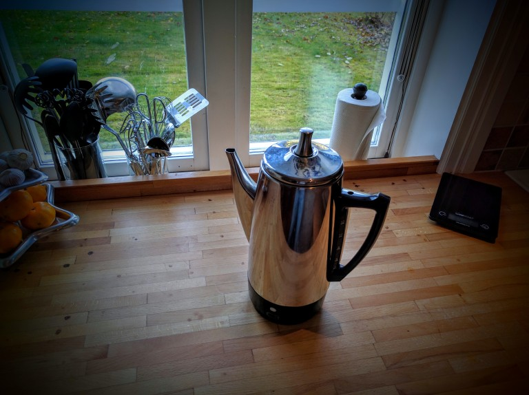 Percolator coffee maker machine